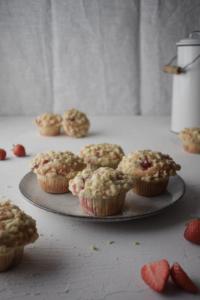 Erdbeer Cheesecake Muffins mit Streuseln