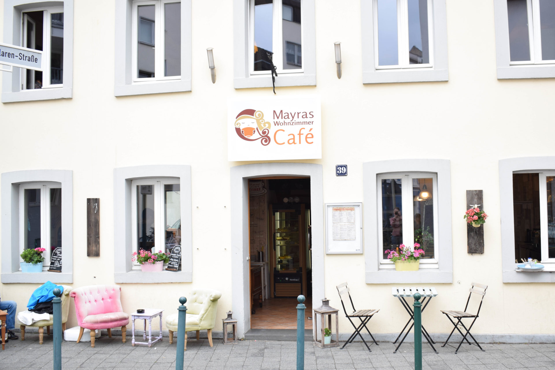 Mayras Wohnzimmer Cafe-1 ⋆ Julias Torten und Törtchen