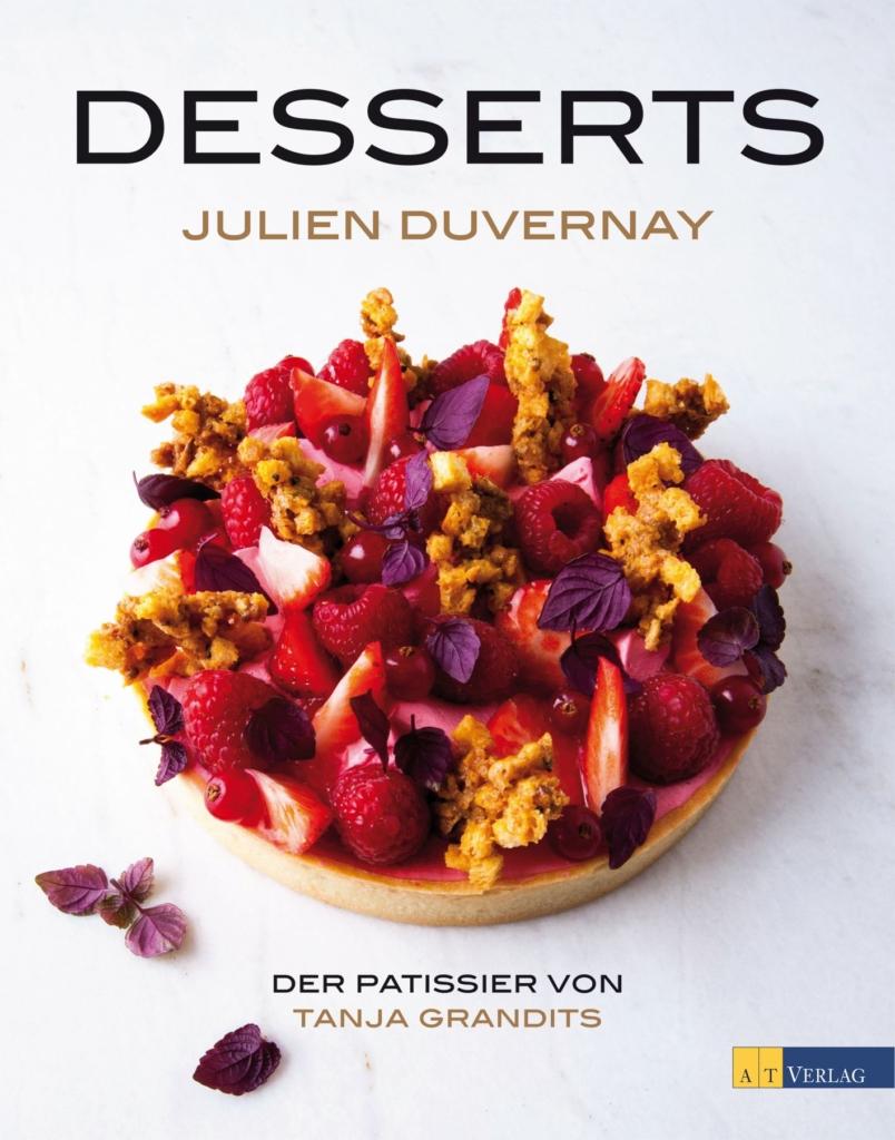 """Rezept für Grüner Tee Passionsfrucht Eclairs mit Pistazien und karamellisierter Ananas. Ein Rezept aus """"Desserts"""" von Julien Duverney - Eine Rezension"""