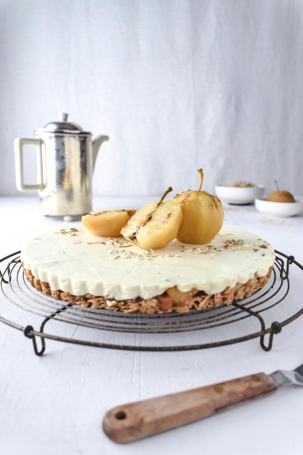 Apfeltarte mit Haferflockenboden und Vanillemousse. Für mich gehören Zimt, Äpfel und Vanillesauce einfach zusammen! - Histaminarm, Glutenfrei, Laktosefrei