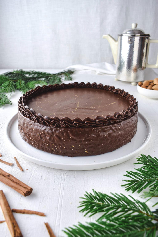 Baumkuchen bzw. Schichttorte Rezept für festlichen Baumkuchen bzw. Schichttorte ohne Marzipan. Super saftig und mit leichter Rumnote. Das perfekte Rezept zum Backen für Weihnachten!