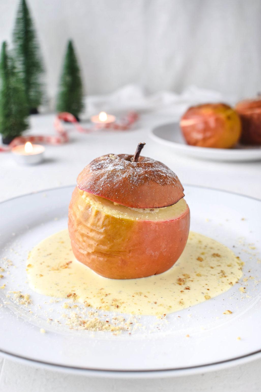 Klassischer Bratapfel  Einfaches und leckeres Rezept für klassischen Bratapfel mit selbst gemachter Vanille Sauce. Perfektes Dessert für Weihnachten und den Advent.