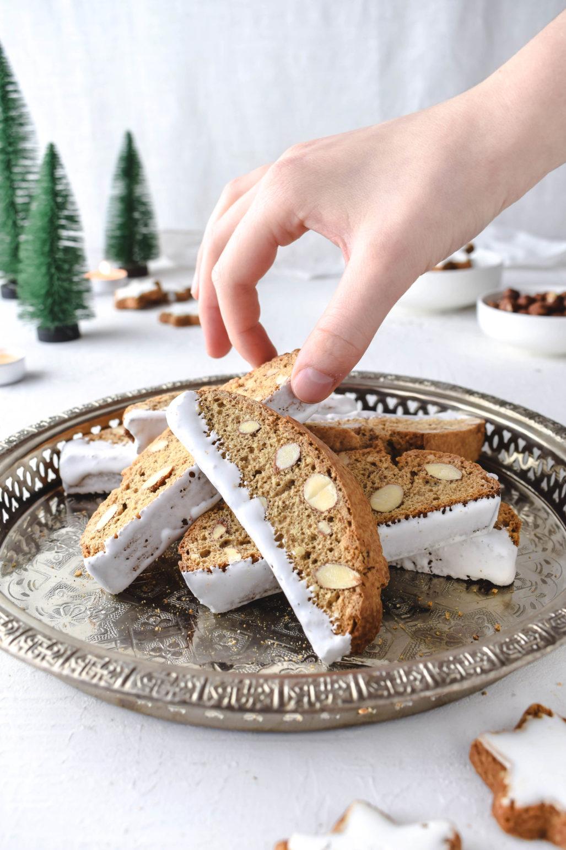 Zimtstern Biscotti / Cantuccini Einfaches Rezept für knusprige weihnachtliche Zimtstern Biscotti. Gebäck für die Kaffeetafel oder als last minute DIY Weihnachtsgeschenk.