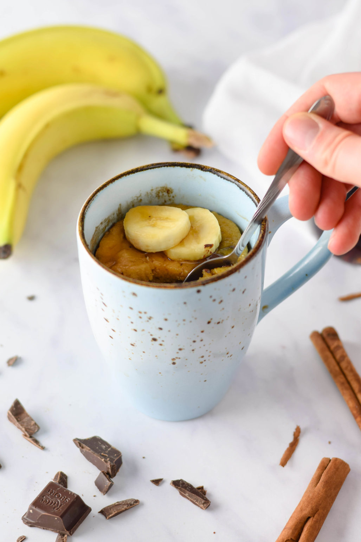 Ausgefallene Mikrowellen Tassenkuchen Rezepte für 3 ausgefallene Tassenkuchen für die Mikrowelle. Rübli Kuchen, Bananenkuchen und Zitronen Beeren Kuchen aus der Mikrowelle. In 3 Minuten gebacken. #Mikrowellenkuchen #Tassenkuchen #Rübli #Bananenkuchen #Zitronenkuchen